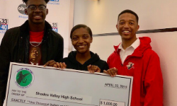 Students with $1,000 award check